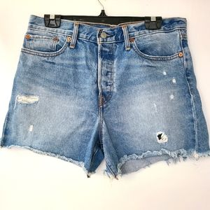 EUC Levi's High-rise Distressed Wedgie Shorts 31